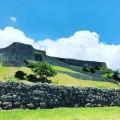 世界遺産の「勝連城跡」に登って頂上から絶景を眺める